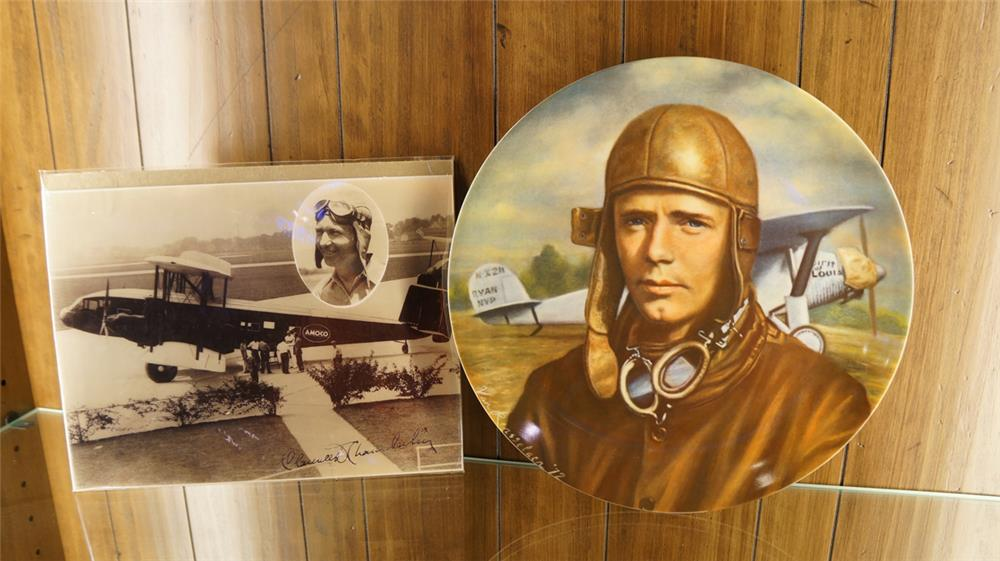 1972 Lindbergh commemorative plate with autograph photo. - Front 3/4 - 179248