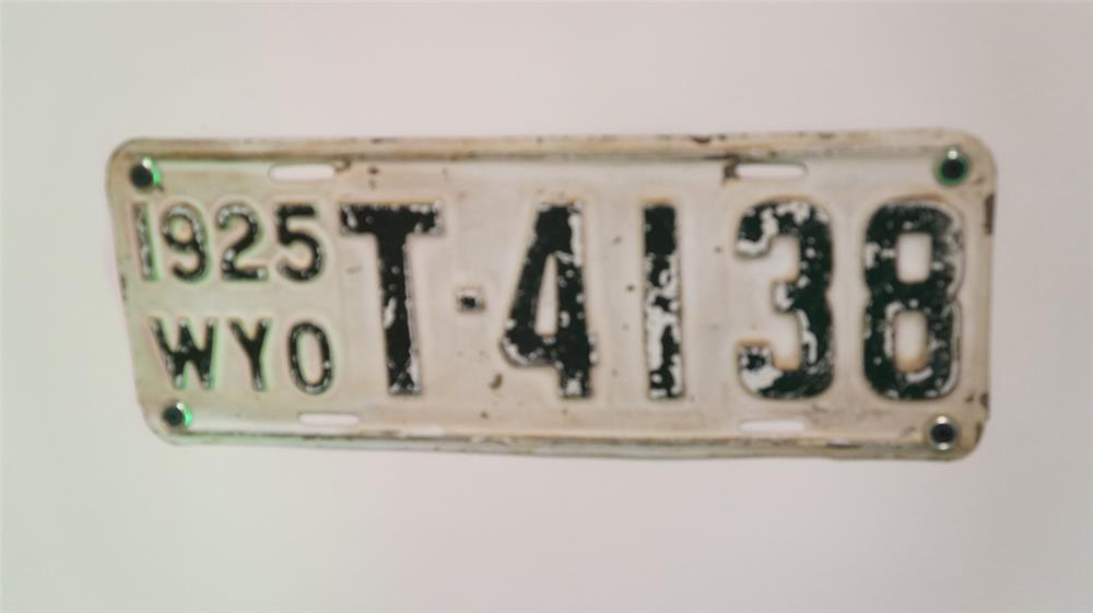 1925 Wyoming Automobile pressed steel license plate. - Front 3/4 - 179320