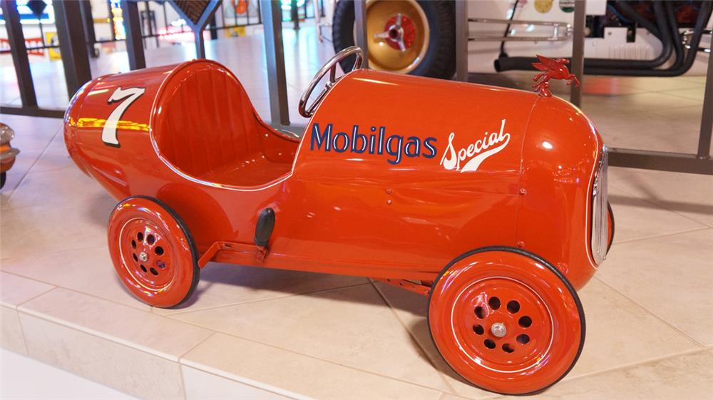 Sharp 1940's Mobilgas Special number 7 racer pedal car restored to day one grandeur. - Front 3/4 - 179459