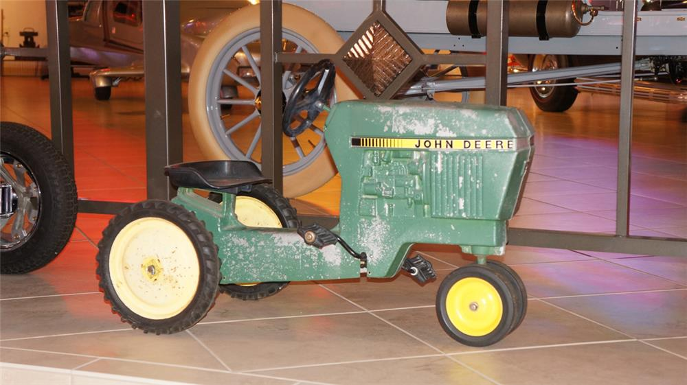 Vintage John Deere pedal tractor found in all original condition. - Front 3/4 - 179468