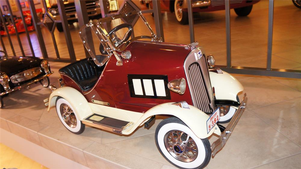 Breathtaking 1933 Buick pedal car by American National. - Front 3/4 - 179532