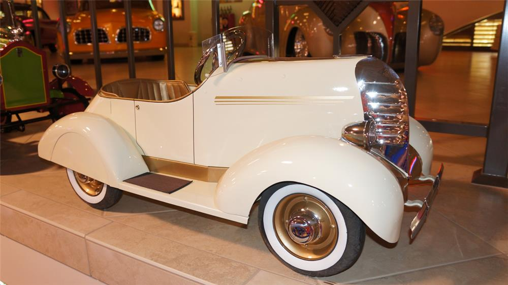 Elegant professionally restored 1932 Auburn Boat Tail Speedster pedal car. - Front 3/4 - 179544