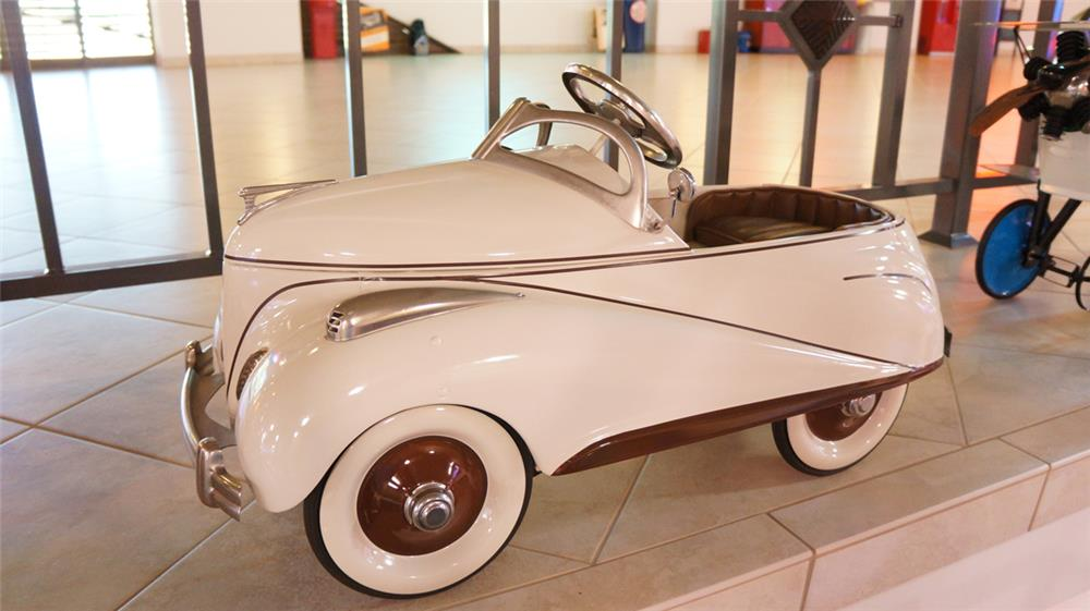 Exceptional 1941 Lincoln Zephyr pedal car. - Front 3/4 - 179655