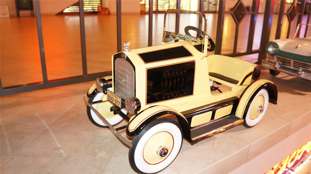 Distinctive 1924 American National Lincoln Pedal Car. - Front 3/4 - 179681