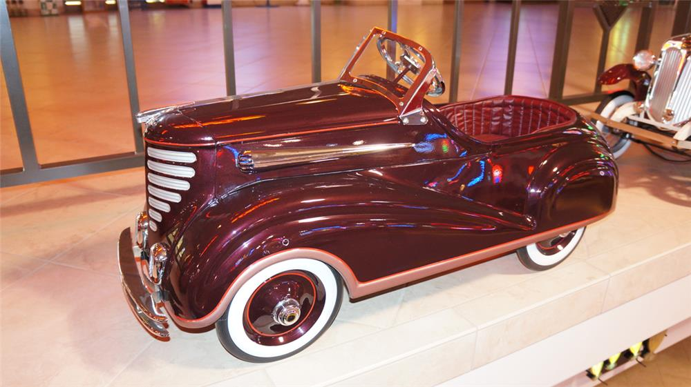1930's Auburn Streamliner pedal car by Steelcraft. - Front 3/4 - 179698