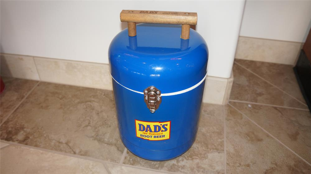 1970's Dad's Old Fashioned Root Beer metal picnic cooler. - Front 3/4 - 180106