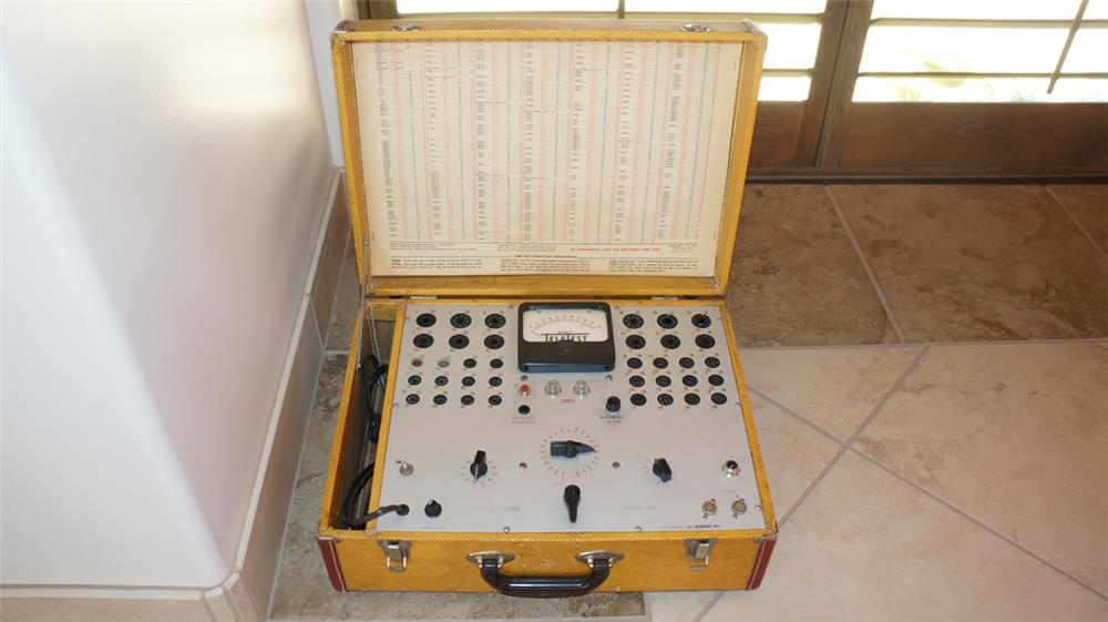 Vintage 1940's Arko portable Tube Tester in carrying case. - Front 3/4 - 180138