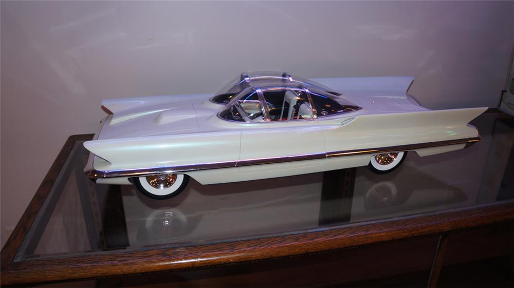 Stellar 1/8 Scale model of the 1955 Lincoln Future Show car. - Front 3/4 - 180206