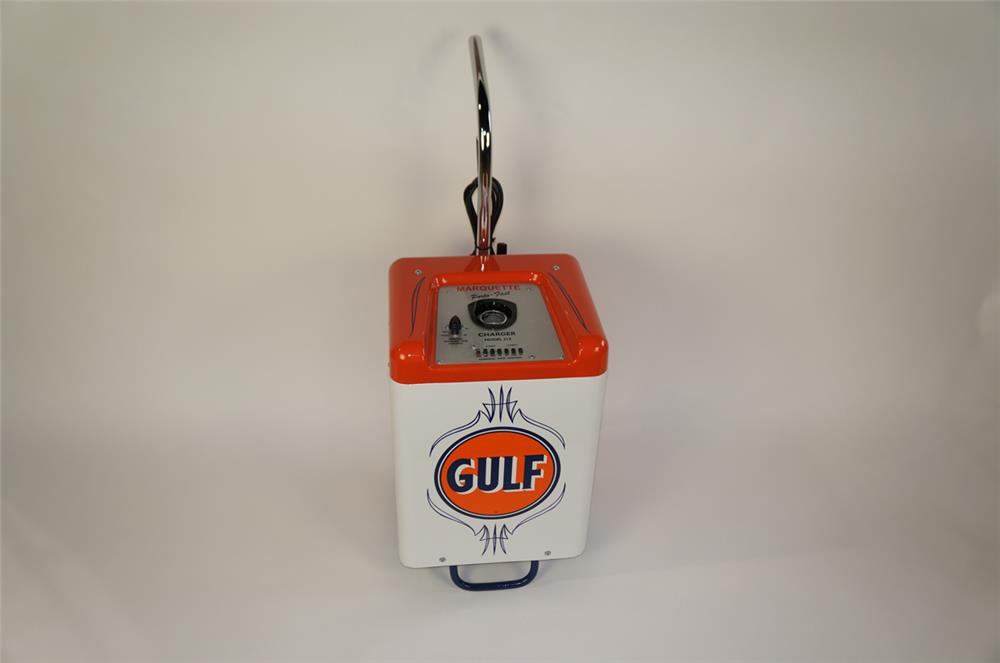 1950's-60's Gulf Oil Marquette Porto-Fast service station battery charger. - Front 3/4 - 181907