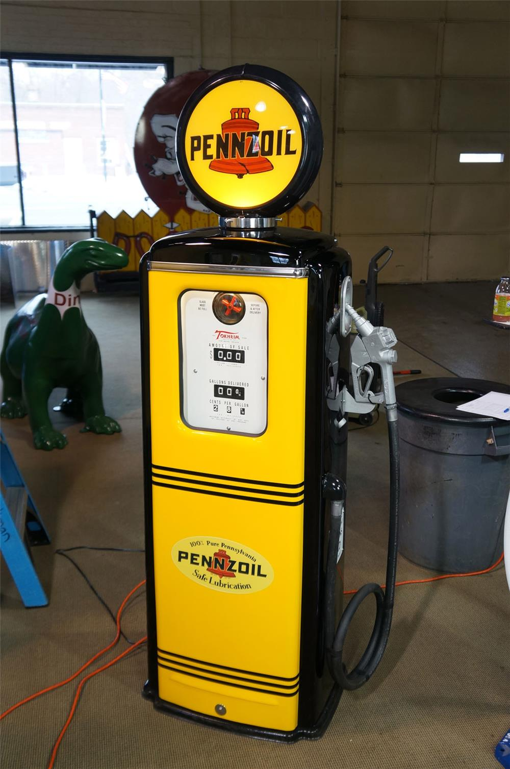 Late 1940's-early 1950's Pennzoil Pennzip Gasoline restored service station Tokheim model 39 gas pump. - Front 3/4 - 182013