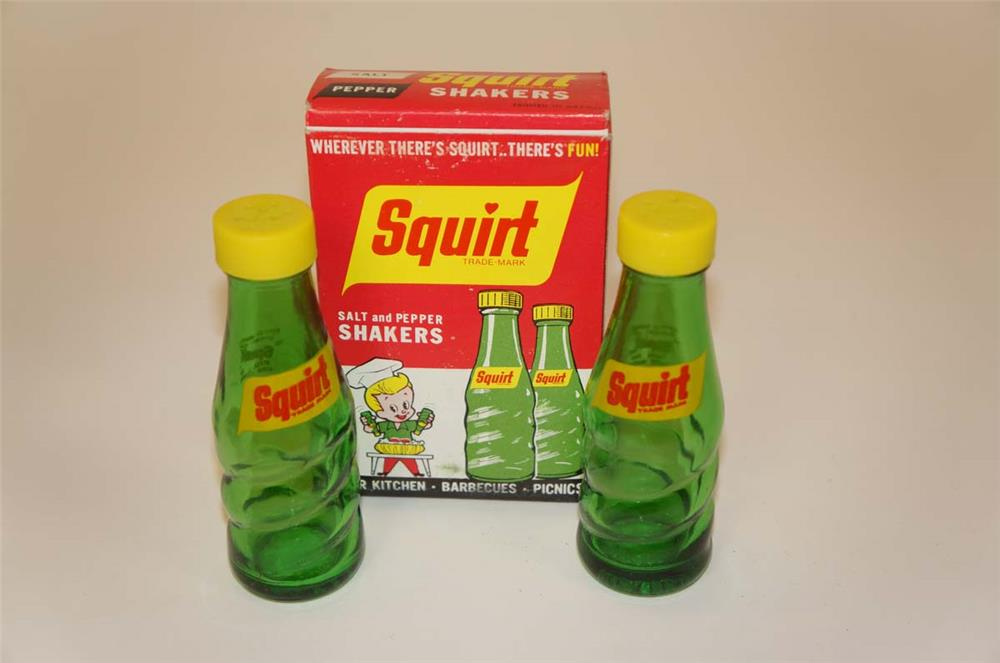 NOS 1960's Squirt Soda bottle shaped glass salt and pepper shakers - Front 3/4 - 182234