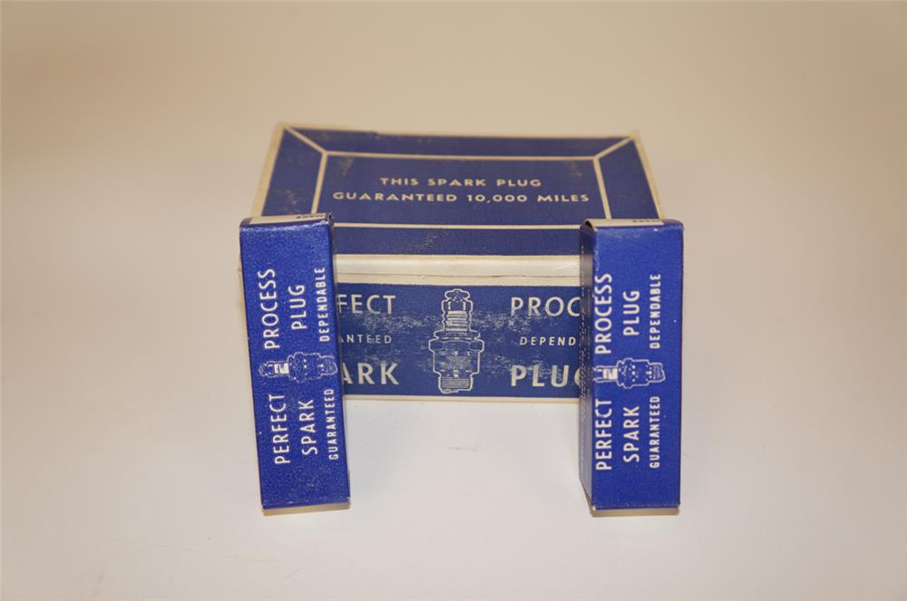 1940's Perfect Process Reconditioned Spark Plugs counter-top display box - Front 3/4 - 182253