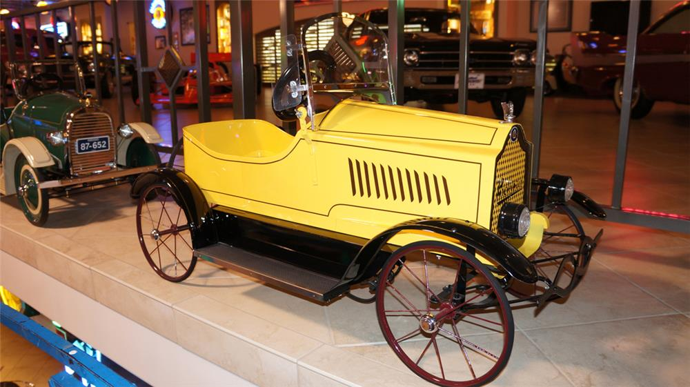 Exceptional restored 1919 Packard Six pedal car by Gendron. - Front 3/4 - 182352