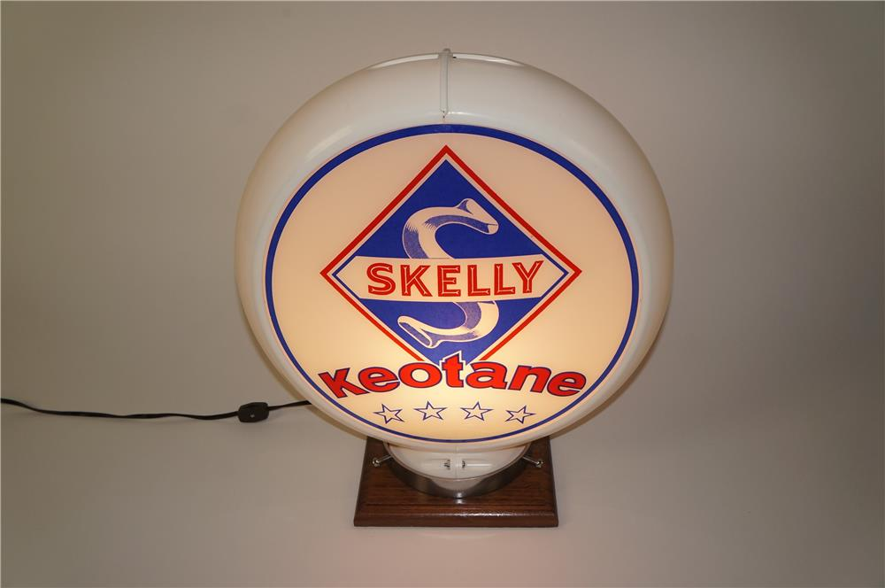 Good looking 1950s Skelly Keotone Gasoline gas pump globe in a Capcolite body. - Front 3/4 - 184553