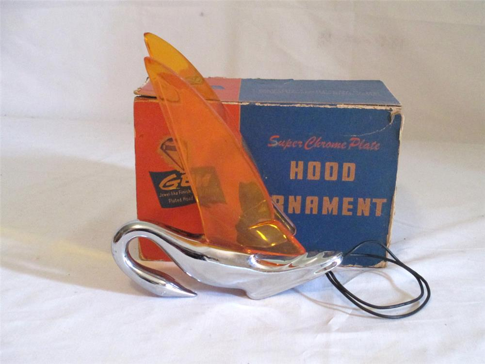 Stylish NOS 1940s GEM chrome and amber winged lighted hood mascot found in the original box. - Front 3/4 - 184789