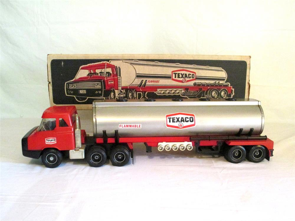NOS late 1960's Texaco promotional tanker truck still in the original box. - Front 3/4 - 184790