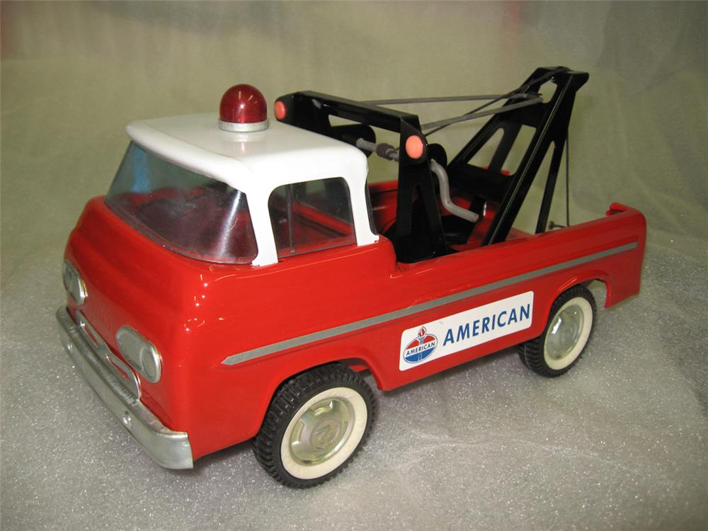 Nicely restored Ford Nylint American Standard Oil service station toy tow truck. - Front 3/4 - 184803