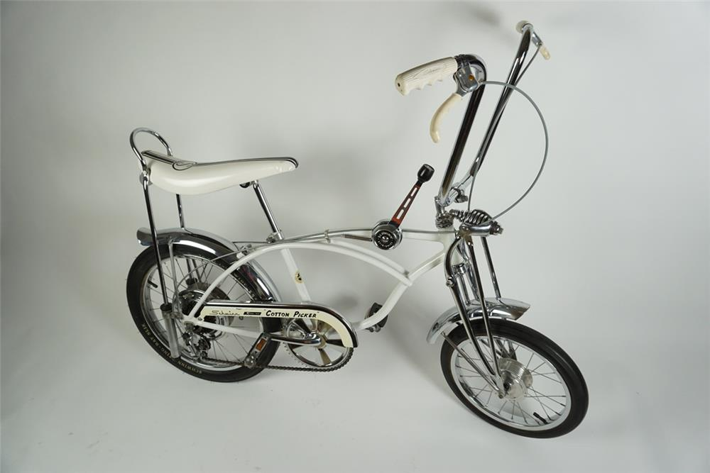 "Highly desirable Schwinn 1970 ""Cotton Picker"" Sting Ray krate 5 speed bicycle. - Front 3/4 - 186266"