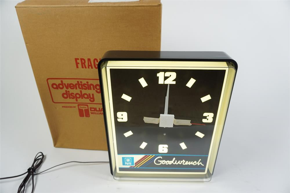 NOS GM Goodwrench Parts light-up service department clock still in the original box. - Front 3/4 - 186273