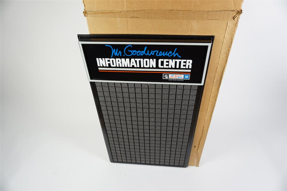NOS GM Mr. Goodwrench Information Center service department message board still in the original box. - Front 3/4 - 186274