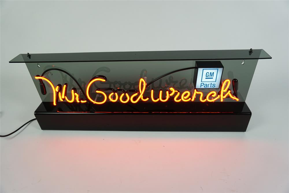 NOS Mr. Goodwrench GM Parts neon service department sign. - Front 3/4 - 186281