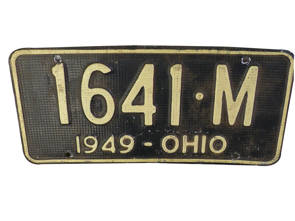 Very nice 1949 State of Ohio metal license plate. - Front 3/4 - 186399