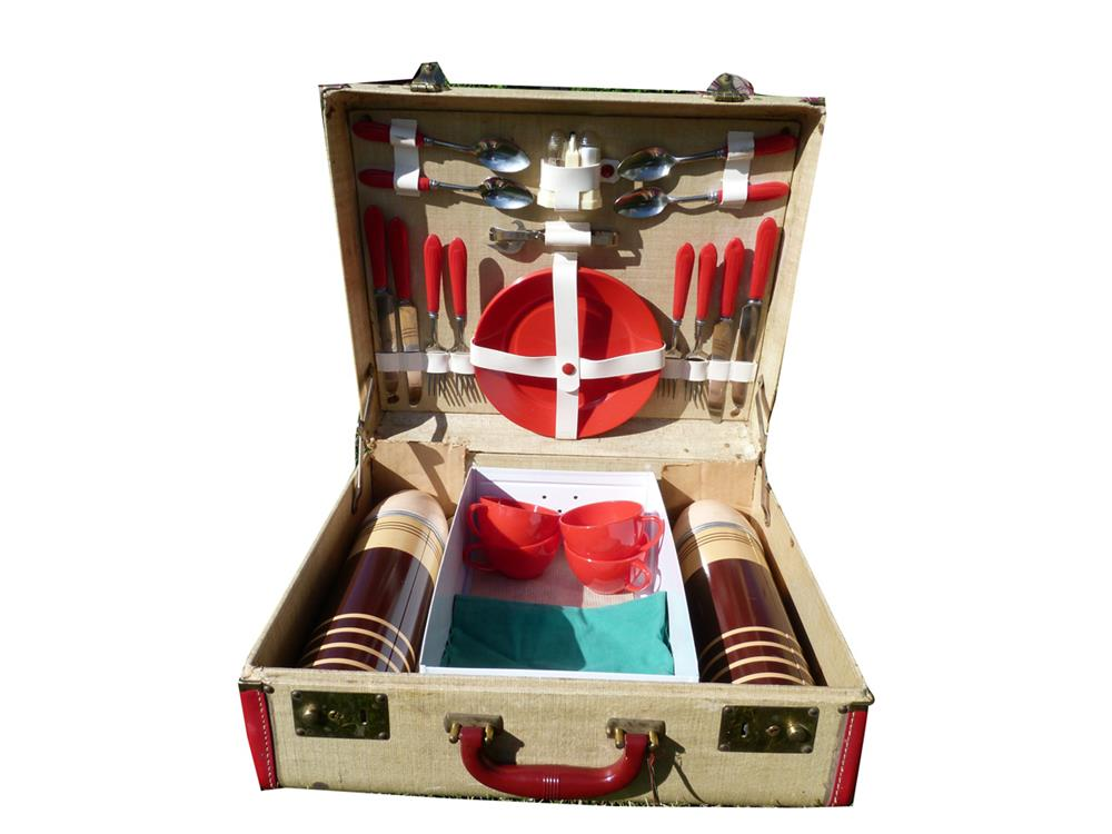 Wonderful circa 1940s automobile weekend picnic car set in original case. - Front 3/4 - 186404