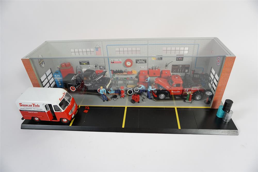 Limited Edition Snap-On Tools1950s automotive garage diorama with over 100 parts. - Front 3/4 - 187750