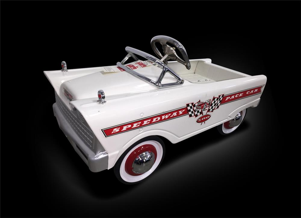 Superb restored 1960s Speedway 500 pedal Pace Car. Restored to factory new condition. - Front 3/4 - 187958
