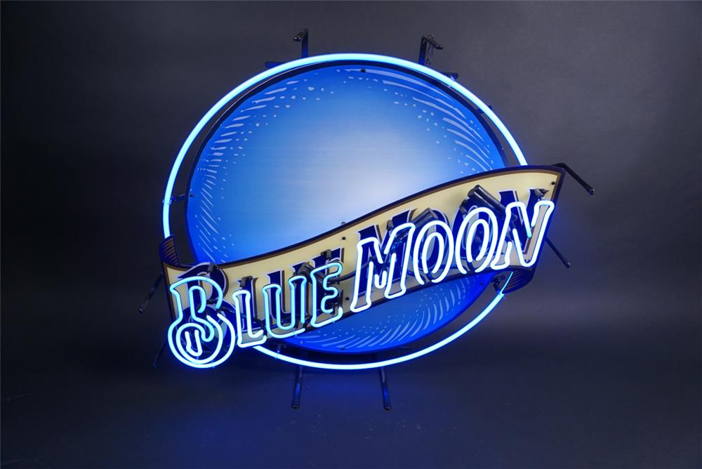 Blue Moon Beer light-lighted neon tavern sign. - Front 3/4 - 190854