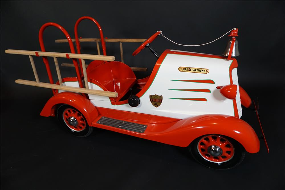 Stylish 1935 Gendron dual seat Fire Chief ladder truck. - Front 3/4 - 191003