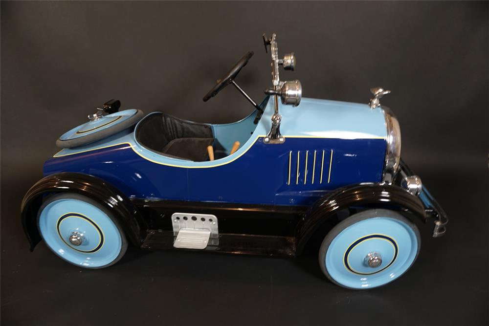 Outstanding 1924 Cadillac pedal car by Toledo. - Front 3/4 - 191004