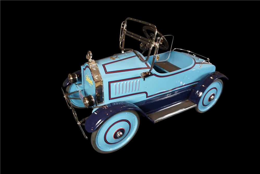 Gorgeous 1925 restored Gendron Packard pedal car. - Front 3/4 - 191018