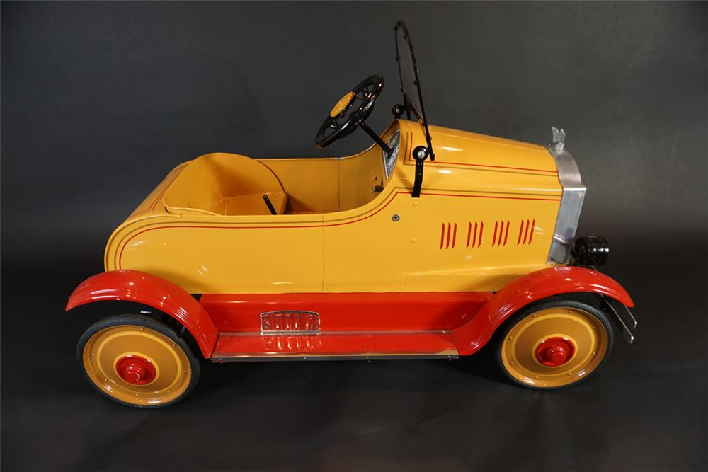 Scarce 1920s restored Gendron Packard fully sprung pedal car. - Front 3/4 - 191020