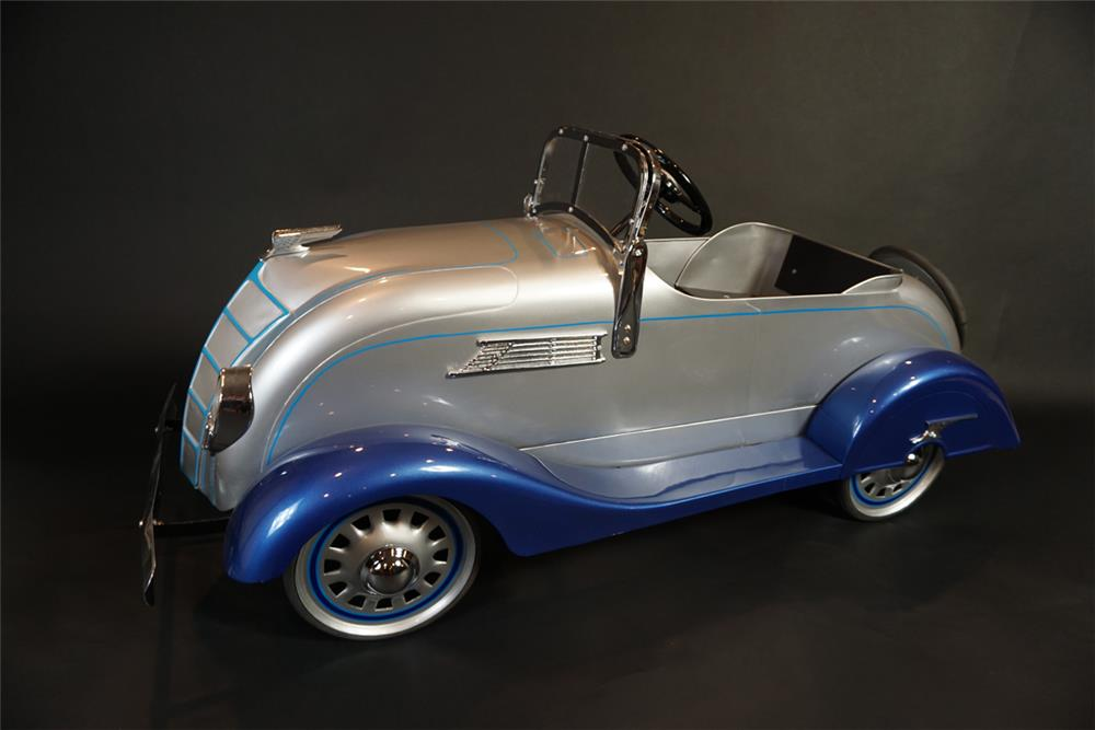 Distinctive 1930s American National Chrysler Air-Flow pedal car. - Front 3/4 - 191023