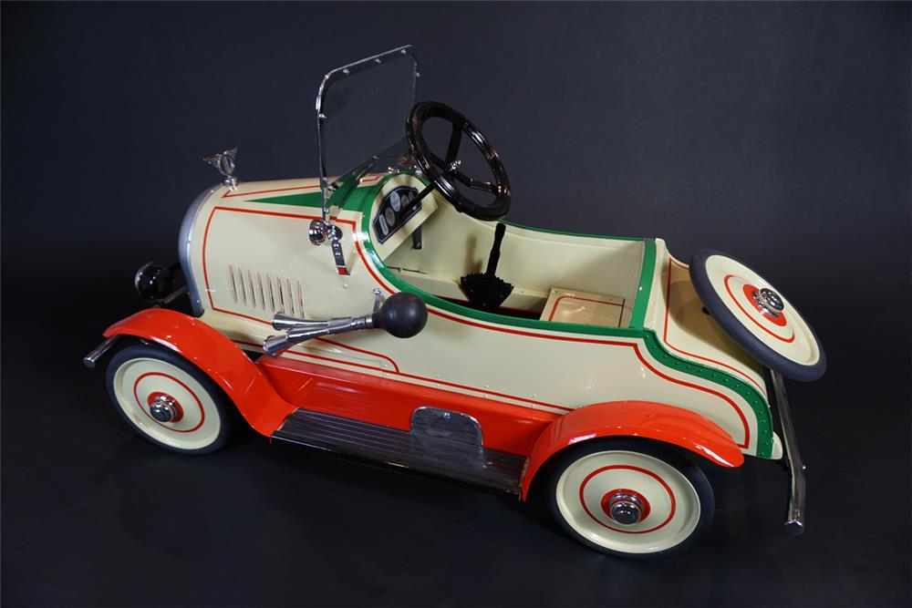 Extremely hard to find 1920s Garton Jordan Playboy Roadster pedal car. - Front 3/4 - 191026