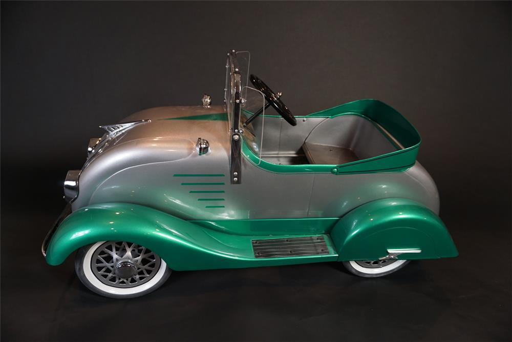 Ornate 1930s restored American National Skippy DeSoto Air-Flow pedal car. - Front 3/4 - 191028