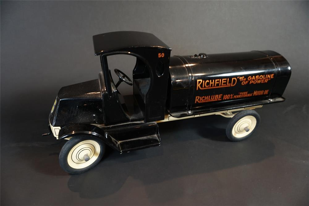 Sharp 1920s restored American National Richfield Oil tanker truck. - Front 3/4 - 191082