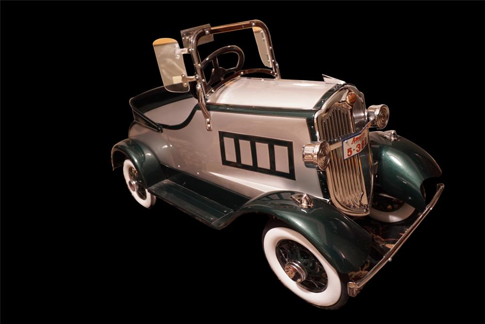 Beautiful 1930s American National Packard pedal car. - Front 3/4 - 191084
