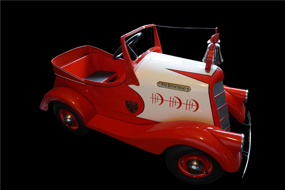 Amazing 1935 restored American National Pierce Arrow Fire Chief pedal car. - Front 3/4 - 191085