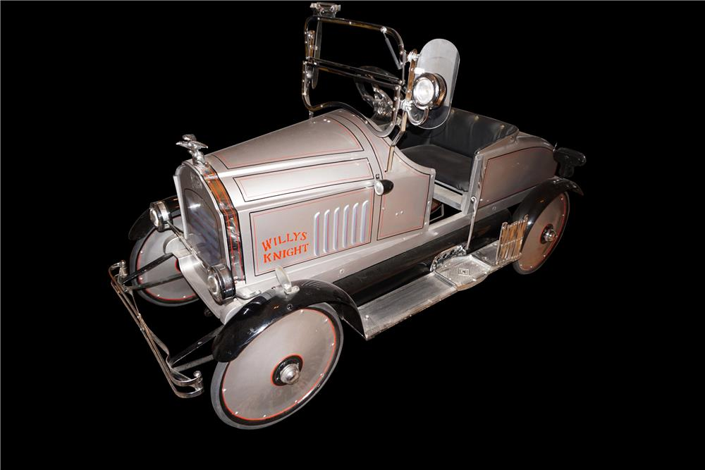 Fully optioned 1925 restored Toledo Willys Knight pedal car. - Front 3/4 - 191088