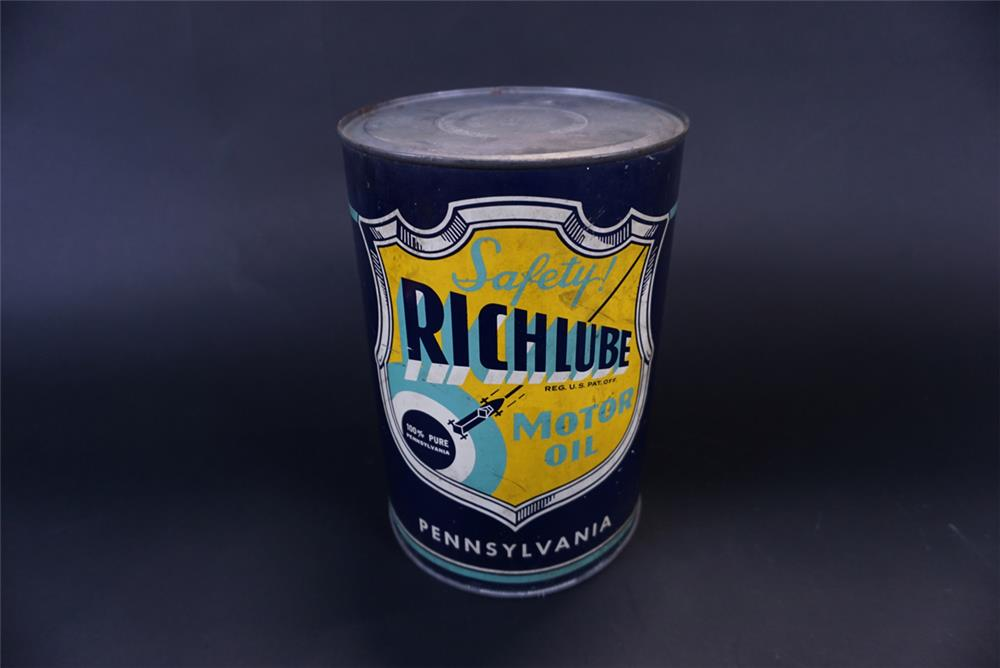 Sharp 1930s Richfield Oil Richlube five quart motor oil tin with racer graphic. - Front 3/4 - 191424