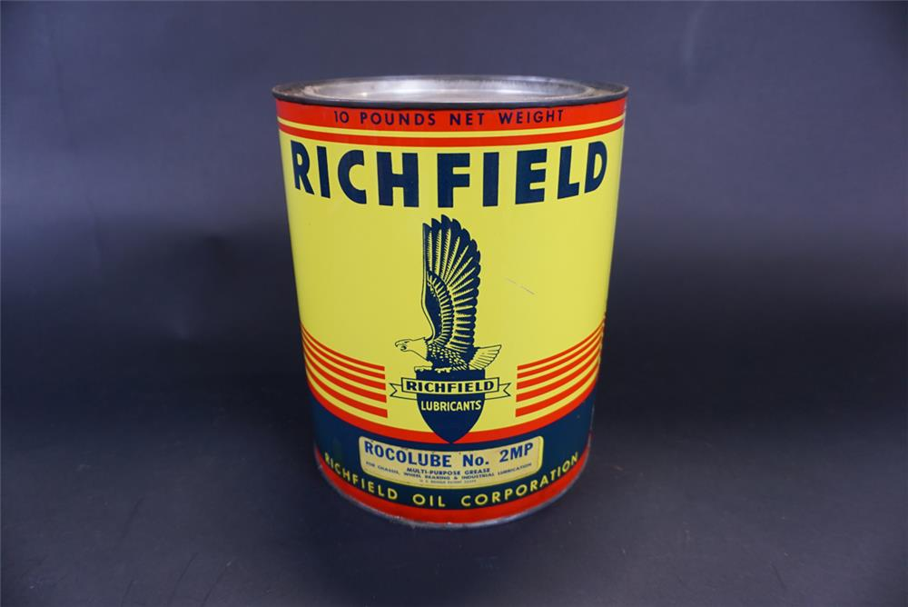 Fabulous 1940s Richfield Oil 10-pound grease can with Richfield Eagle logo. - Front 3/4 - 191438