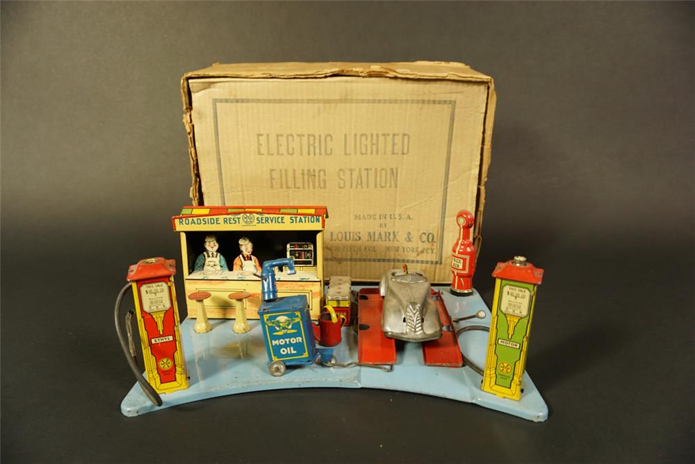 Museum quality 1930s Marx Toys tin litho filling station still in the original box. - Front 3/4 - 191642
