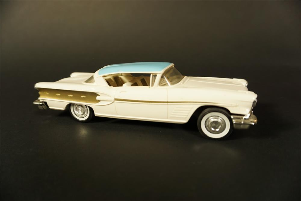 Choice 1958 Pontiac Bonneville two-tone dealer promotional. - Front 3/4 - 191646