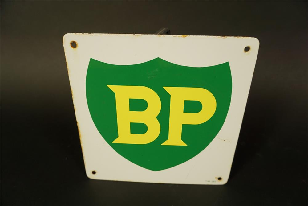 Vintage BP (British Petroleum) single-sided porcelain pump plate sign. - Front 3/4 - 191720