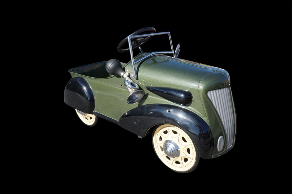 Fabulous 1935 restored Chevrolet Steelcraft pedal car. - Front 3/4 - 191999