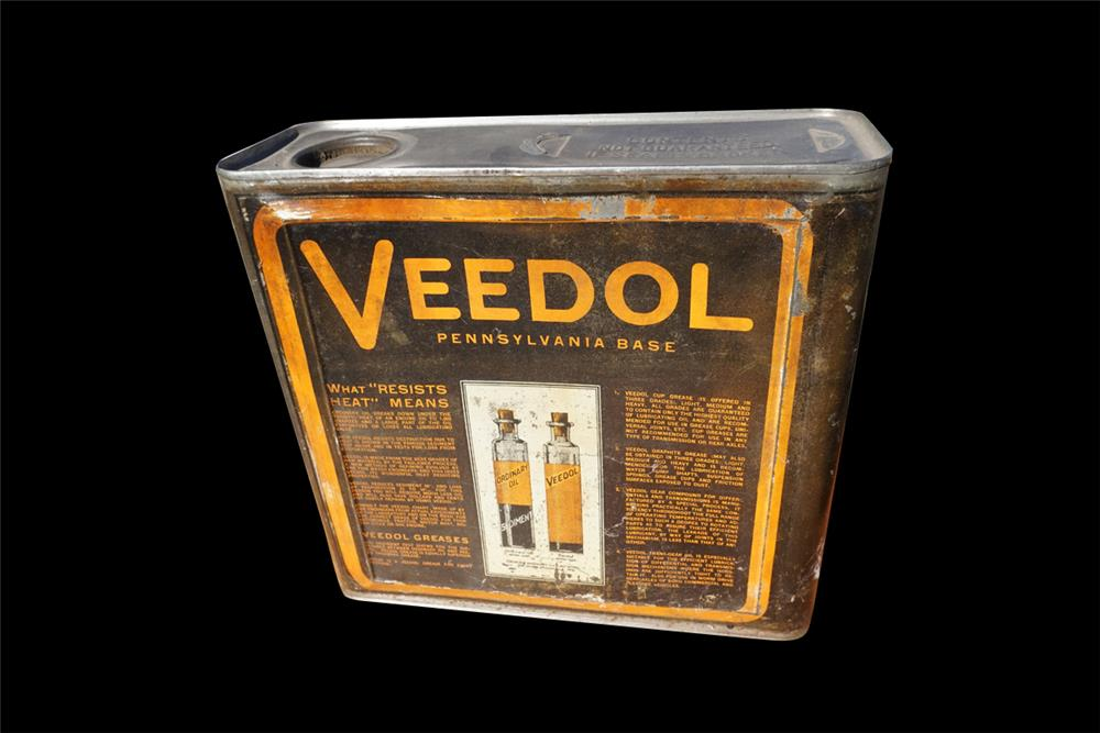 Late 1920s Veedol Pennsylvania Motor Oil one-gallon solder seamed tin with graphics. - Front 3/4 - 192003