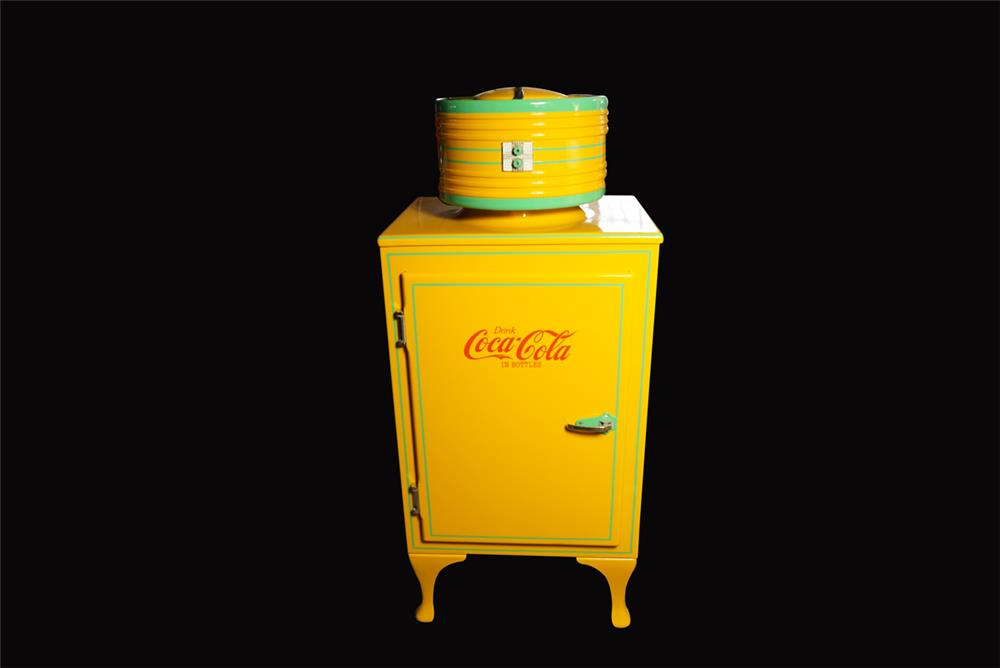 Perfectly restored 1930s General Electric round-top Coca-Cola fridge - Front 3/4 - 192207