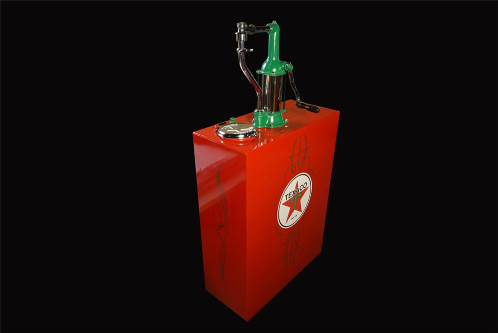 Nicely restored 1920s-30s Texaco Oil hand crank filling station lubester. - Front 3/4 - 192213